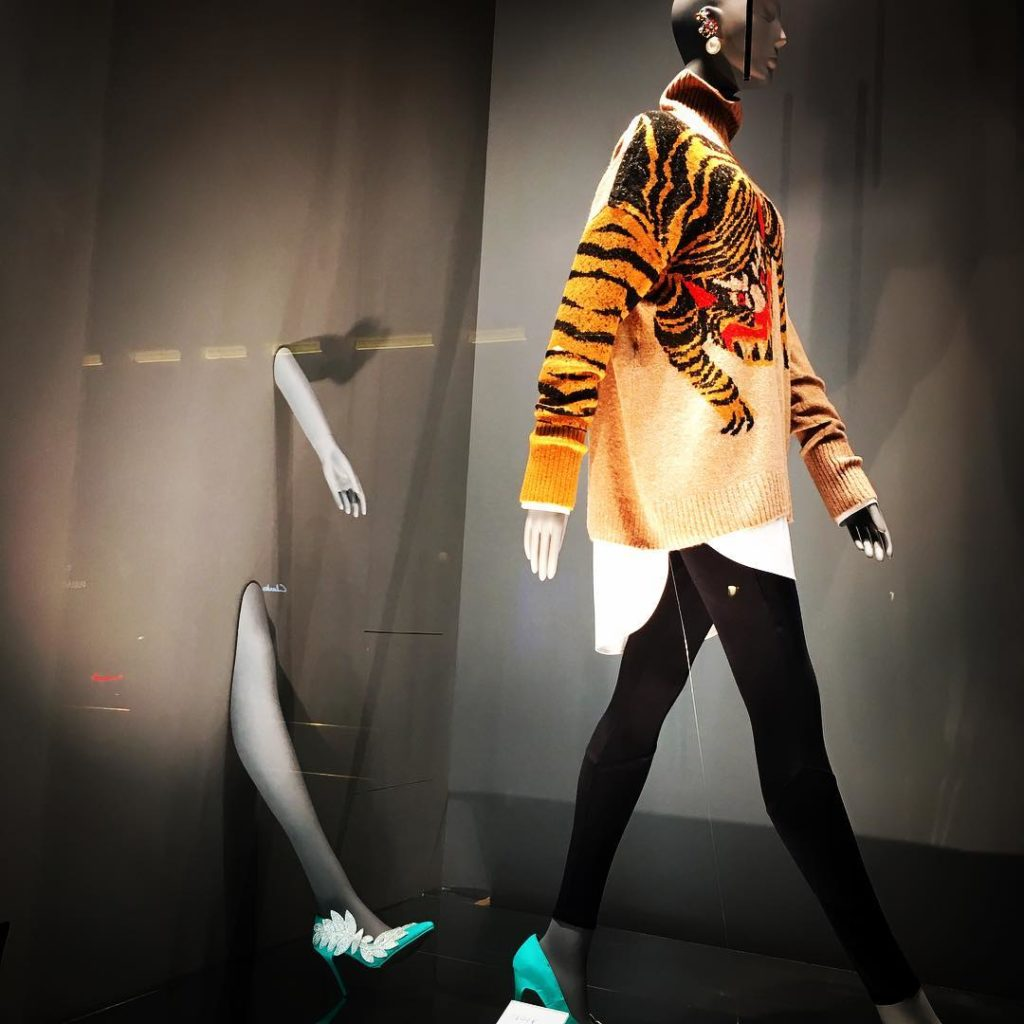 Loving this window granvia hm hym madrid fashion window